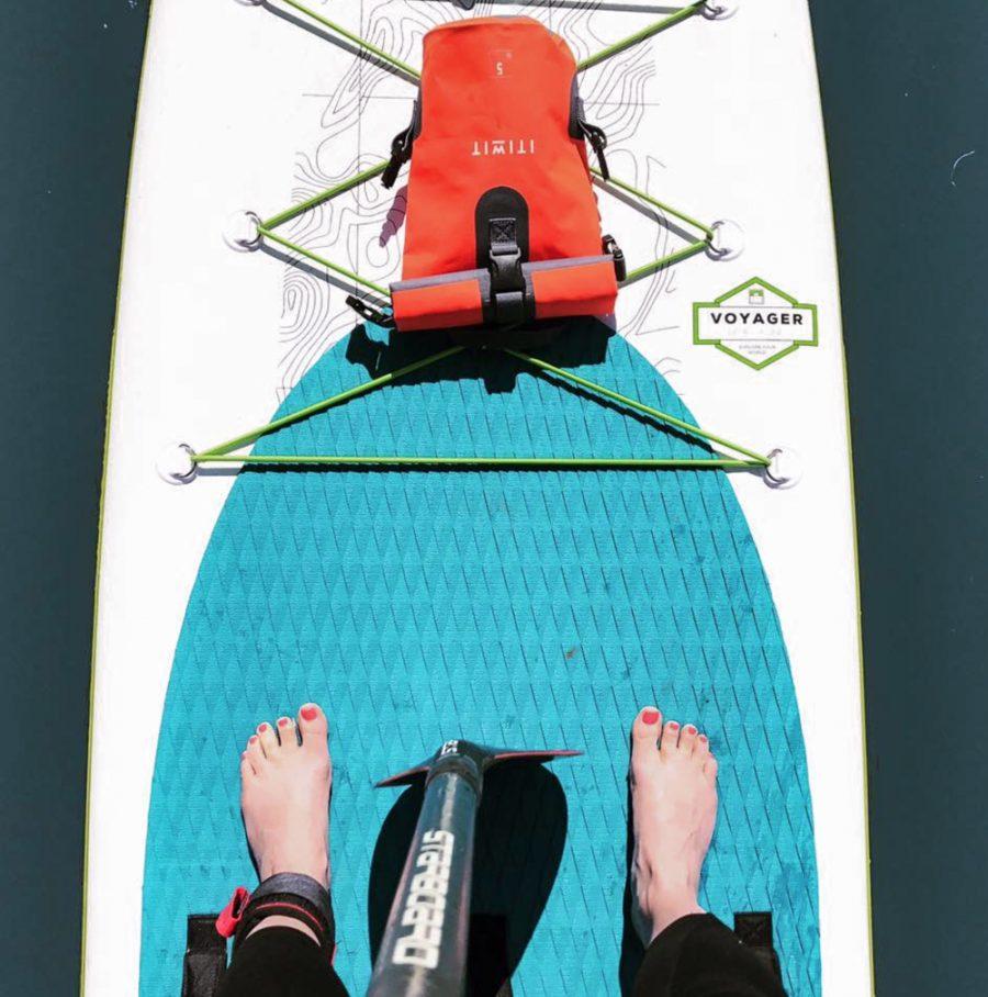 feet-on-a-paddleboard-at-bray-lake