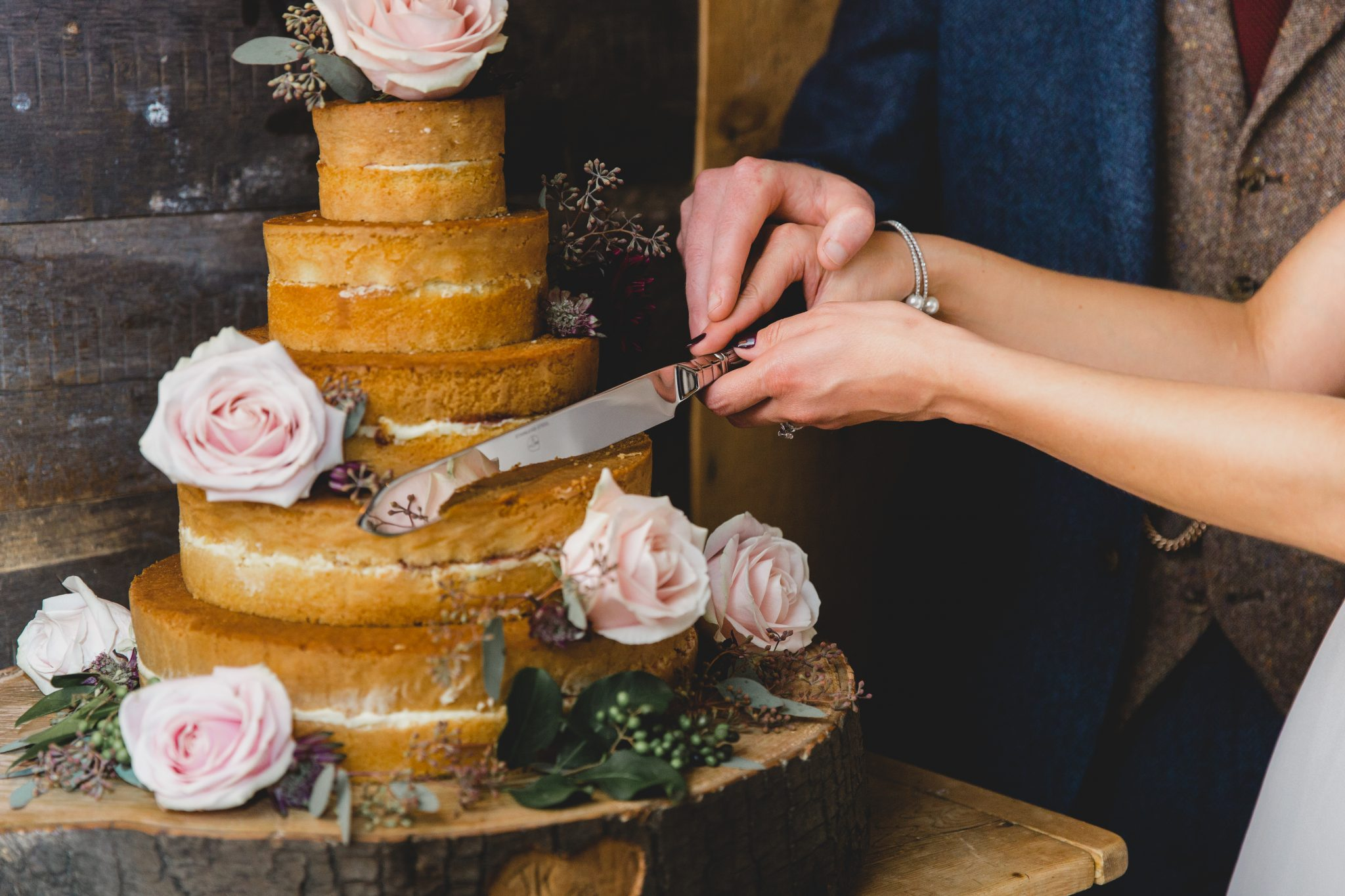 couple cut the wedding cake at the frog and wicket pub